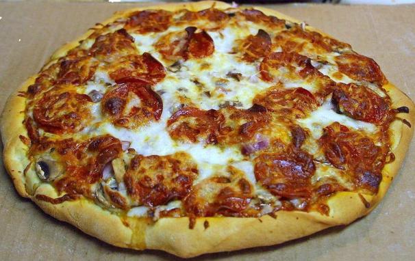 Pepperoni_pizza (1)