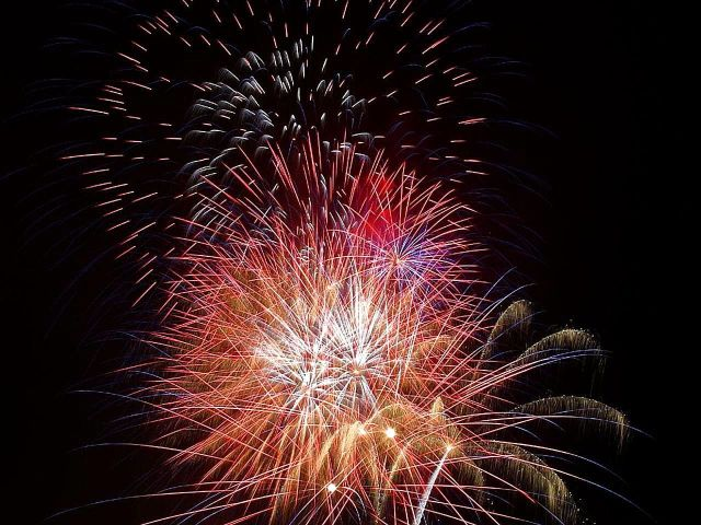 Fireworks_red_(1)
