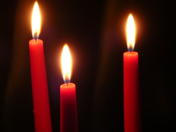 3 candle photo by By 4028mdk09 (Own work) [CC-BY-SA-3.0(http://creativecommons.org/licenses/by-sa/3.0)], via Wikimedia Commons